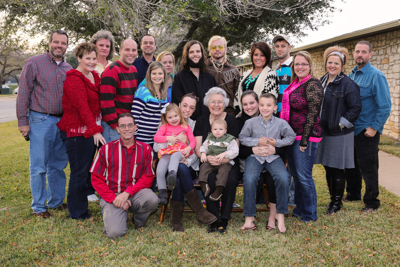 859C7007-whole-family.jpg