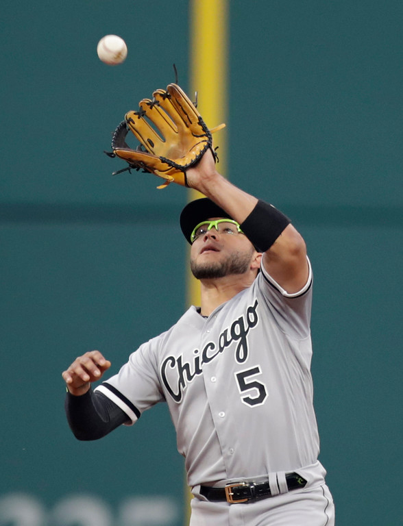 . Chicago White Sox\'s Yolmer Sanchez catches a ball hit by Cleveland Indians\' Yonder Alonso in the sixth inning of a baseball game, Tuesday, June 19, 2018, in Cleveland. Alonso was out on the play. (AP Photo/Tony Dejak)