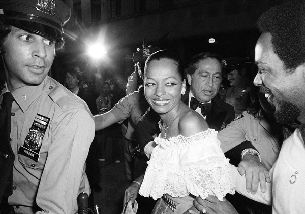 . Diana Ross arrives at the Shubert Theater in New York, Sunday, June 5, 1977, for the annual presentation of the Tony Awards. (AP Photo/Richard Drew)