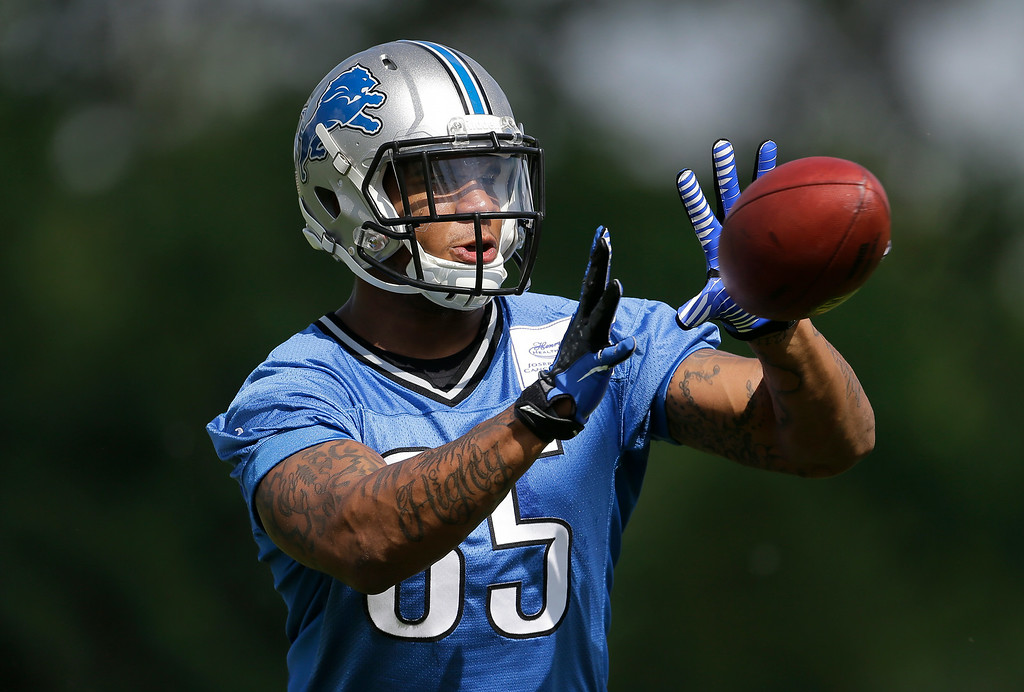 . Detroit Lions tight end Eric Ebron catches a ball during NFL football practice in Allen Park, Mich., Tuesday, June 3, 2014. (AP Photo/Paul Sancya)