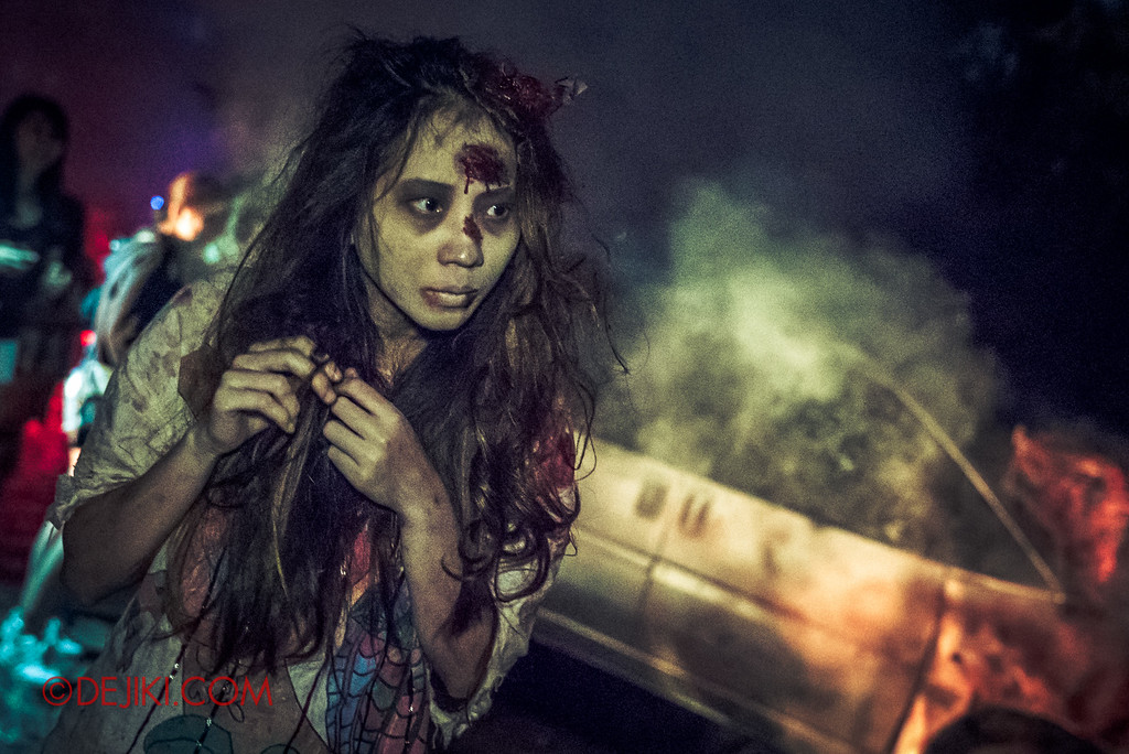 Halloween Horror Nights 6 - Suicide Forest scare zone / Car crash girl