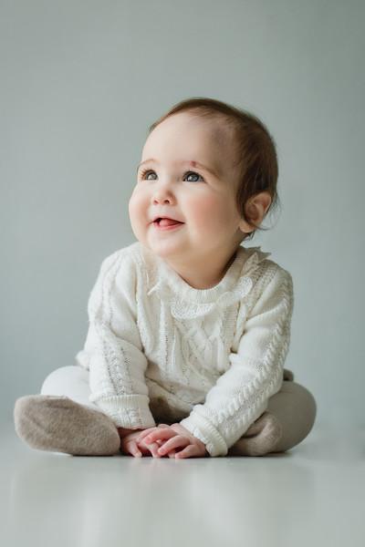 alice 7 months-18.jpg