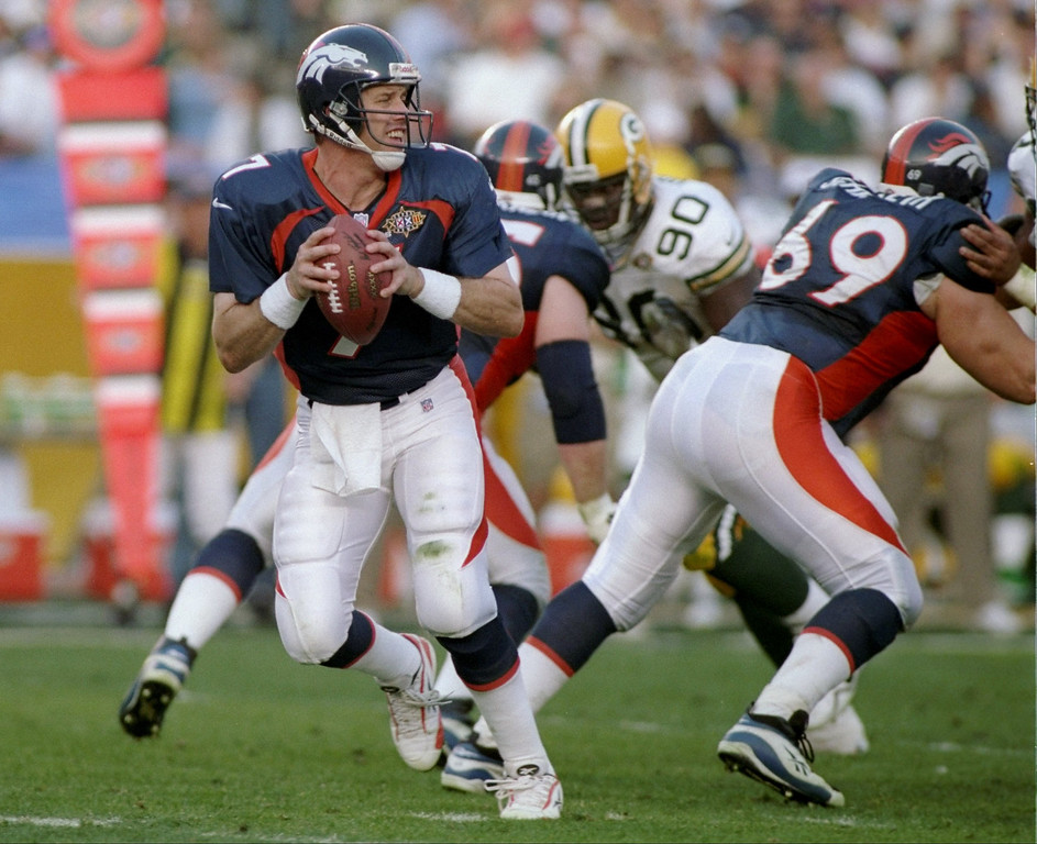 . Quarterback John Elway #7 of the Denver Brocos in action against the Green Bay Packers during Super Bowl XXXII at Qualcomm Stadium in San Diego, California. The Denver Broncos defeated the Green Bay Packers 31-24. (Andy Lyons/Allsport)