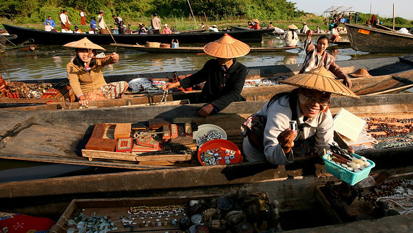 Ywama floating market