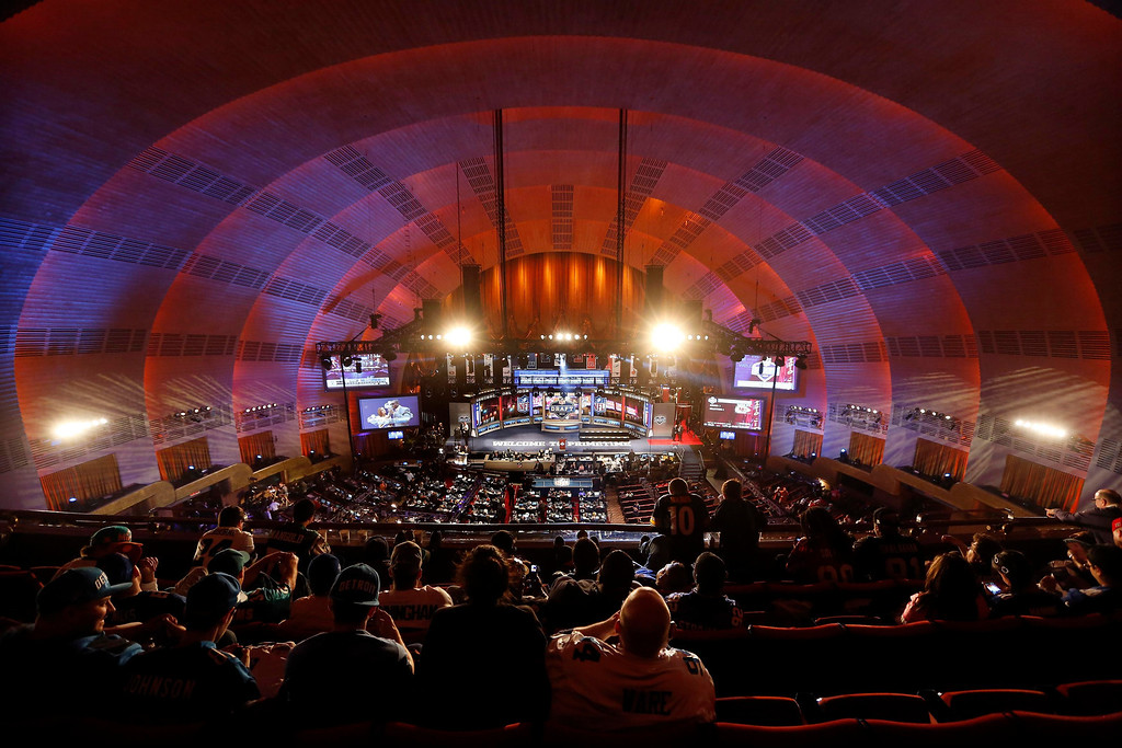 . Fans wait inside New York\'s Radio City Music Hall before the start of the 2013 NFL Draft April 25, 2013. The National Football League (NFL) Draft kicks off with first-round selections on Thursday. REUTERS/Shannon Stapleton