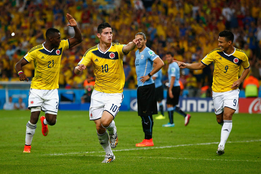 . RIO DE JANEIRO, BRAZIL - JUNE 28: James Rodriguez of Colombia (C) celebrates scoring his team\'s second goal and his second of the game with teammates Jackson Martinez (L) and Teofilo Gutierrez during the 2014 FIFA World Cup Brazil round of 16 match between Colombia and Uruguay at Maracana on June 28, 2014 in Rio de Janeiro, Brazil.  (Photo by Clive Rose/Getty Images)