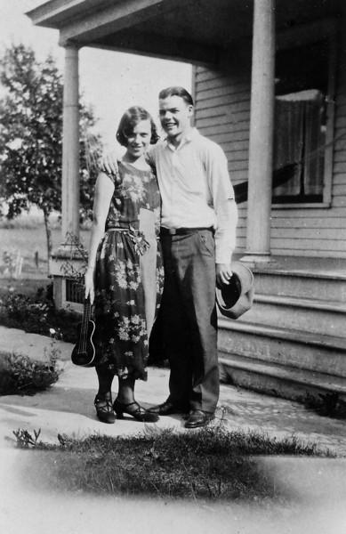 Laura Nelson and friend Flandreau SD 1924.jpg