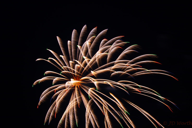 0705-0719 LOW Fireworks -Gold Showers-5363.jpg