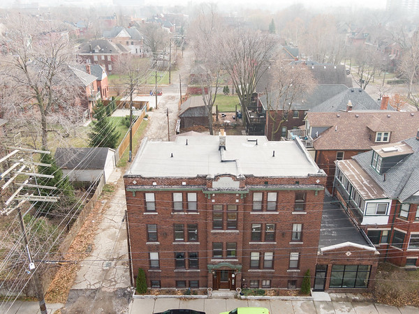 1535 W Canfield