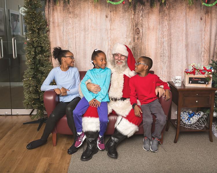 Ameriprise-Santa-Visit-181202-5023.jpg