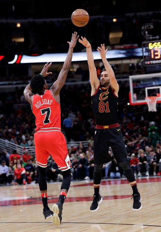 . Cleveland Cavaliers guard Jose Calderon, right, shoots over Chicago Bulls guard Justin Holiday during the first half of an NBA basketball game Saturday, March 17, 2018, in Chicago. (AP Photo/Nam Y. Huh)