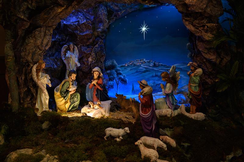 2018 Christmas Decor_8837_300 DPI.JPG