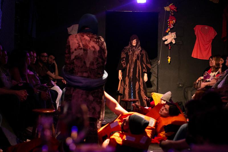Allan Bravos - Fotografia de Teatro - Indac - Migraaaantes-159.jpg