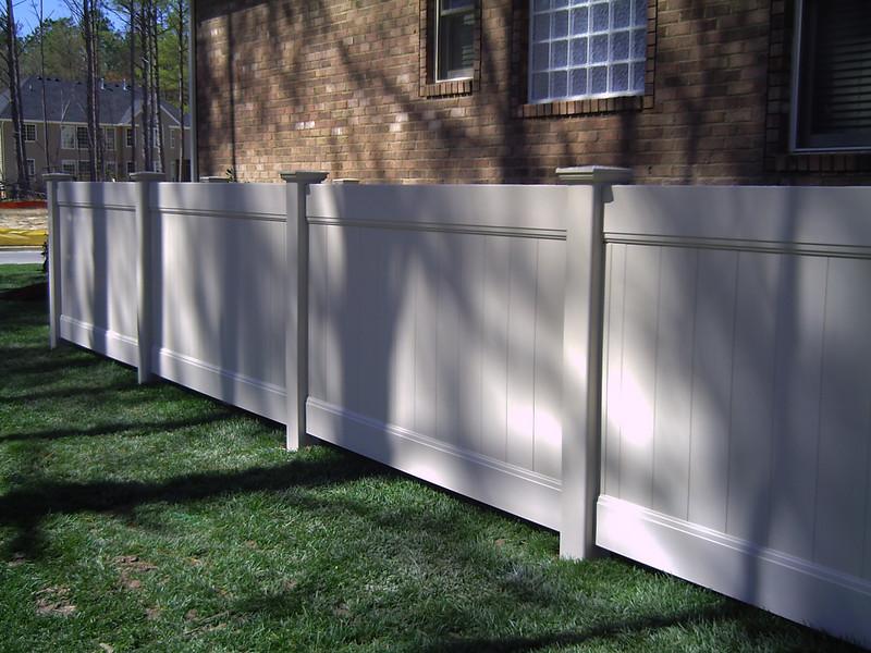 4' vinyl fence