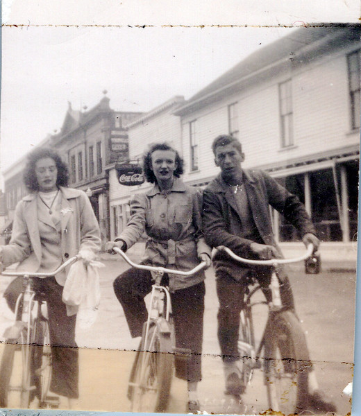 1945 Viv Mudge, Betty Book, and Dale Hines.jpeg