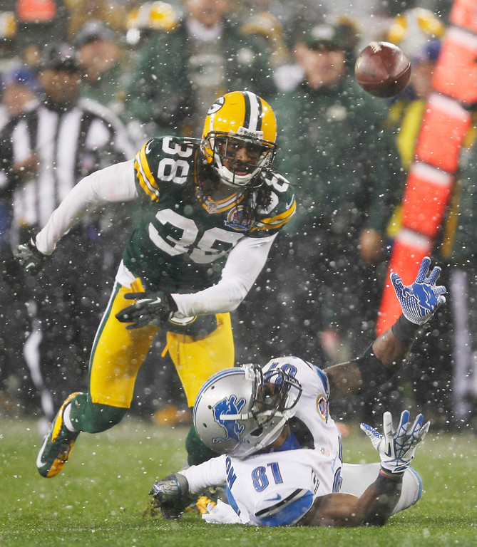 . Detroit Lions\' Calvin Johnson (81) can\'t handle a pass in front of Green Bay Packers\' Tramon Williams (38) during the first half of an NFL football game Sunday, Dec. 9, 2012, in Green Bay, Wis. (AP Photo/Mike Roemer)