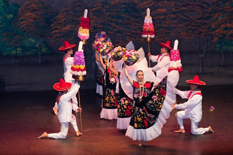 Ballet Folclòrico Nacional de México de SILVIA LOZANO