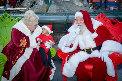 2018 Holiday Lights Portraits with Santa