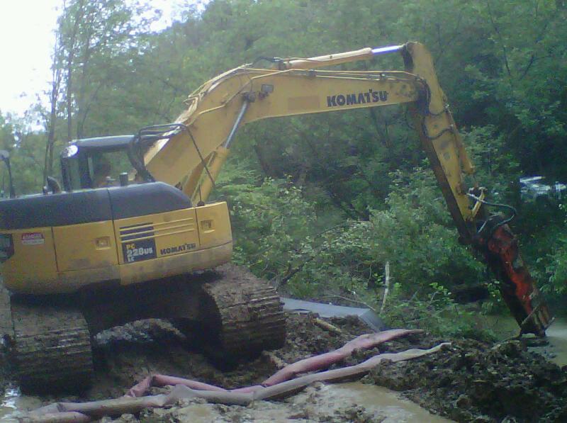 NPK GH9 hydraulic hammer on Komatsu PC228US excavator (4).jpg
