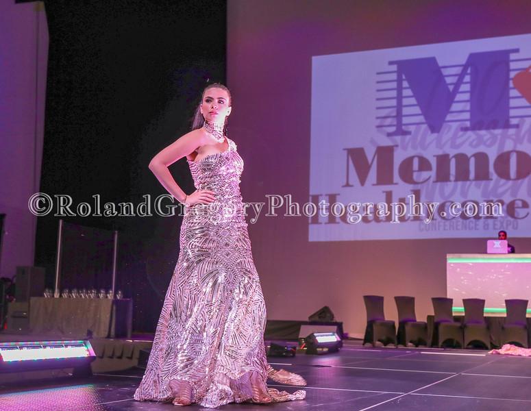 100 Womens Fashion show2019-3384.jpg
