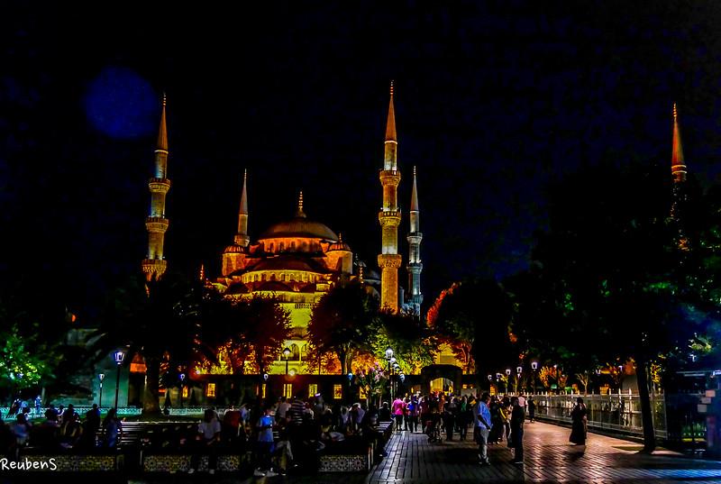 Night view Mosque.jpg