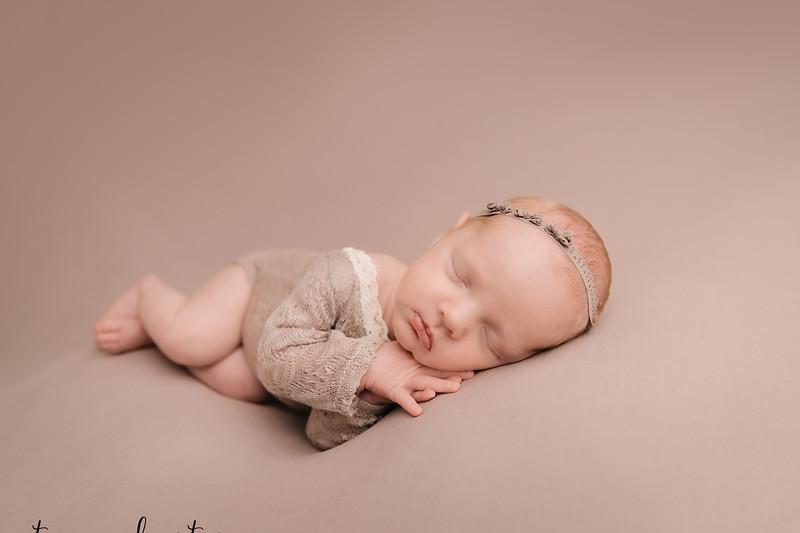 Autumn-Newborn-Low-Resolution370A0218-Edit-Edit.jpg