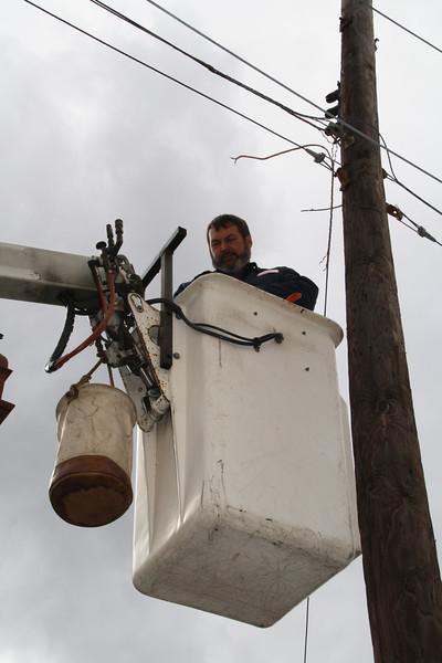 Tamaqua Borough Fixing Bull Horn, Mauch Chunk St, Tamaqua (10-20-2011)