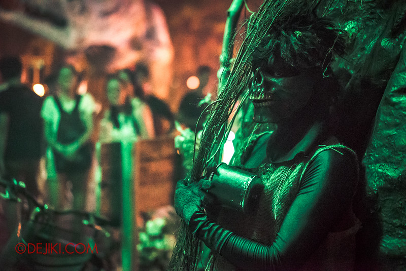 Halloween Horror Nights 6 - Suicide Forest scare zone / Forest demon