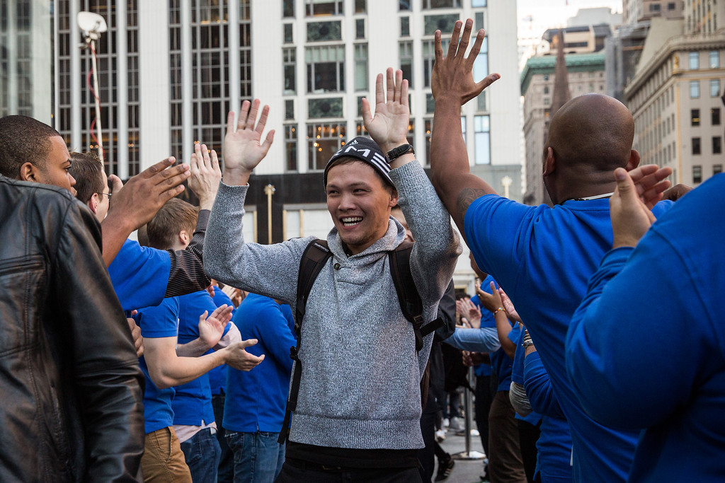 . A customer is greeted by Apple employees while walking into the Fifth Avenue Apple store to buy an iPhone 5S on September 20, 2013 in New York City.  (Photo by Andrew Burton/Getty Images)
