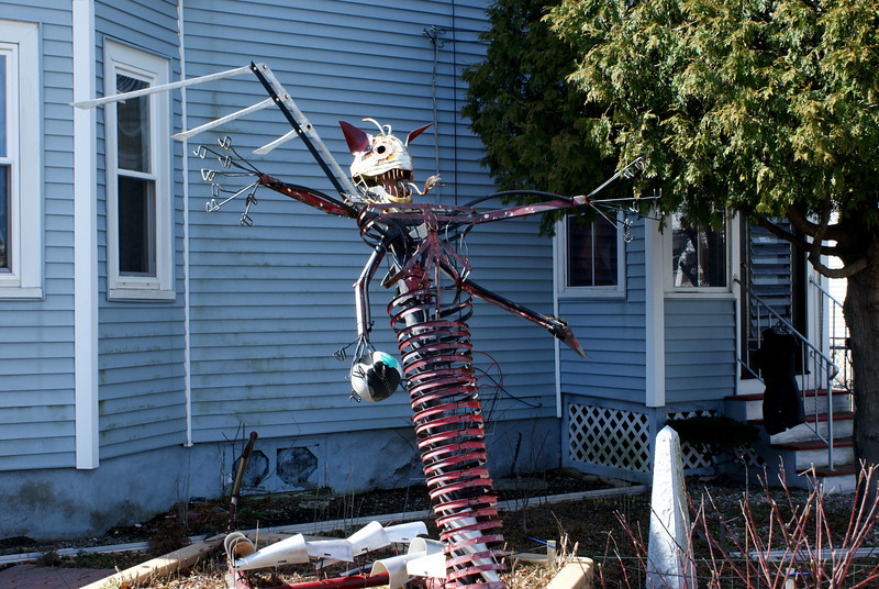 The stuff nightmares are made of: This is a shot of a sculpture which is on the front lawn of a house down the street from mine. I can only imagine the terror this piece must instill into a 3 year-old's mind…