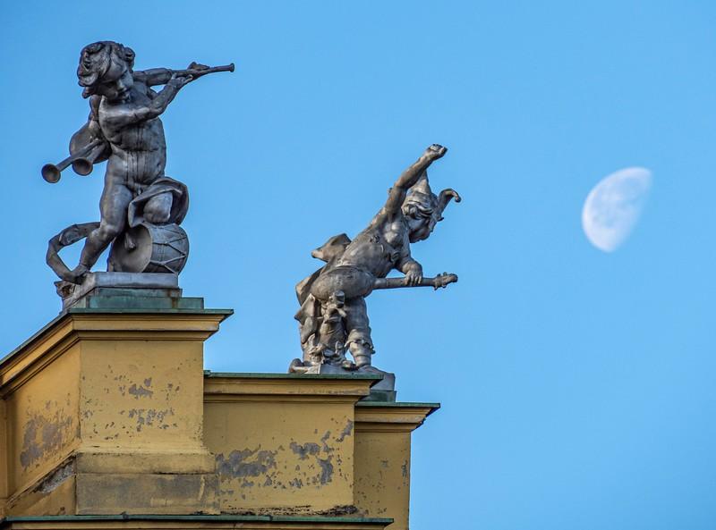 Zagreb_National Theater_Sculptures-1.jpg