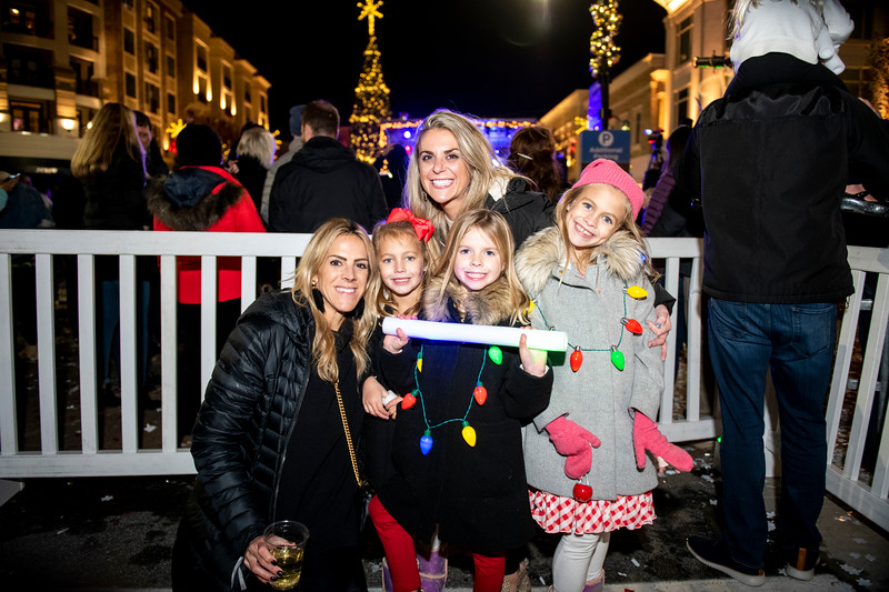 AvalonTreeLighting2019_5541.jpg