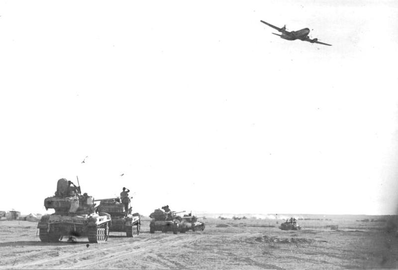 מטוס סטרטקרוזר חולף מעל כוחות צהל.jpg