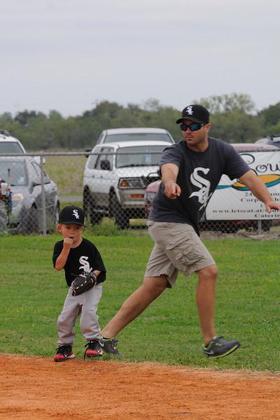 DSC_0671_0105_Baseball 101712.jpg