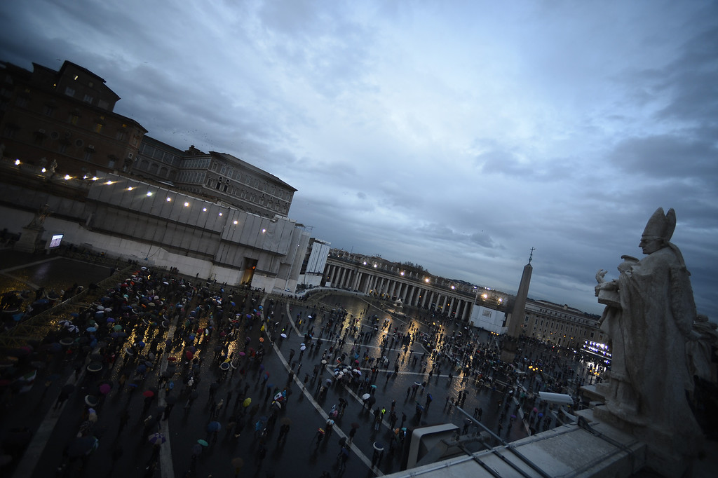 . People wait on St Peter\'s square during the conclave on March 12, 2013 at the Vatican. AFP PHOTO / FILIPPO MONTEFORTE/AFP/Getty Images