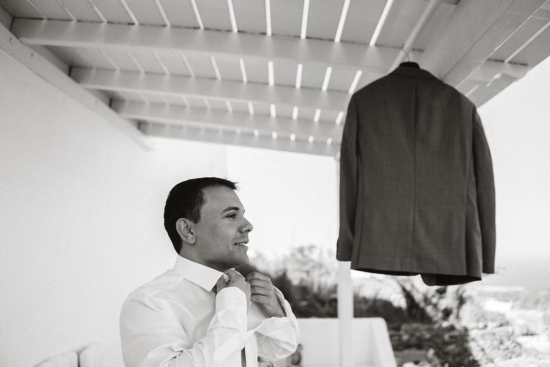 Tu-Nguyen-Destination-Wedding-Photographer-Santorini-Elopement-Alex-Diana-4.jpg