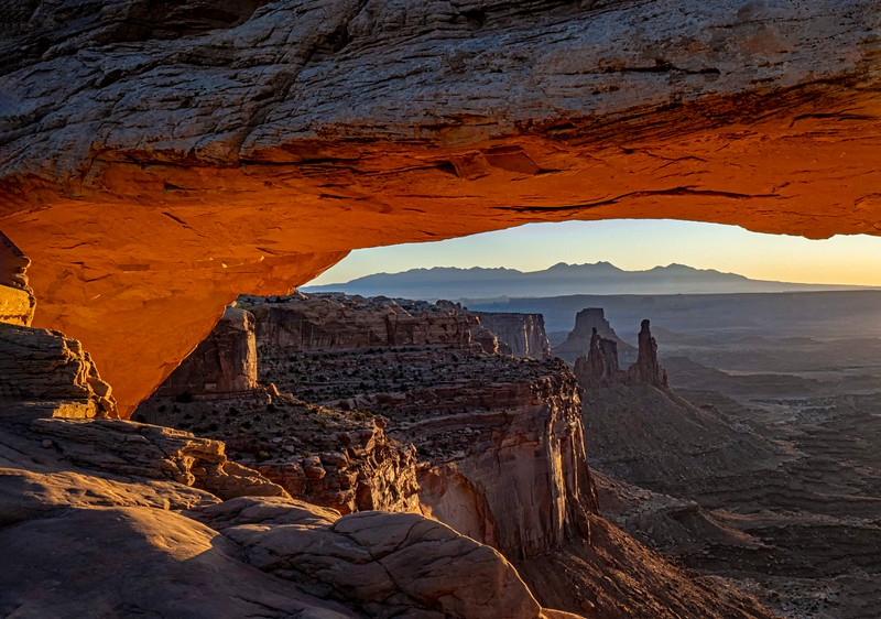 Sunrise Mesa Arch view to Washer Woman