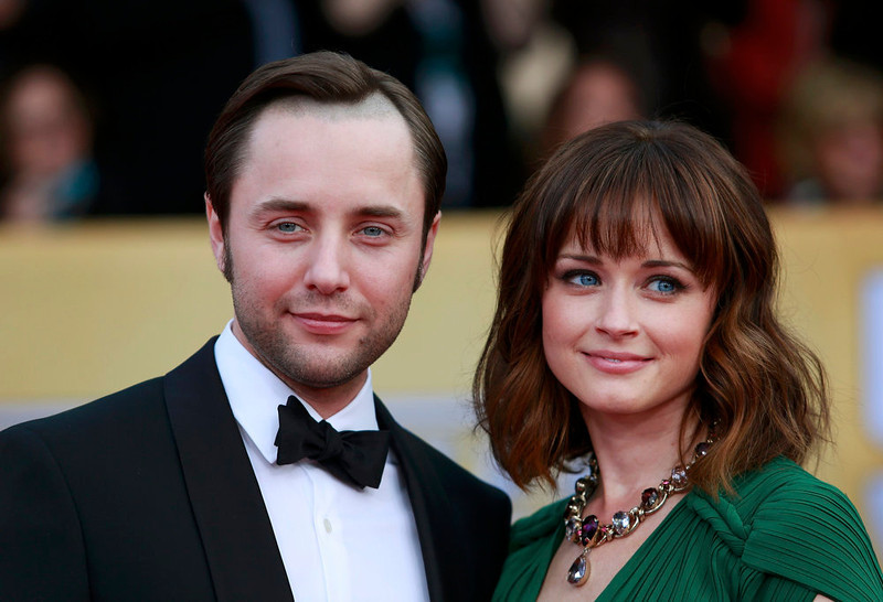 """. Actors Vincent Kartheiser and Alexis Bledel of the TV drama \""""Mad Men\"""" arrive at the 19th annual Screen Actors Guild Awards in Los Angeles, California January 27, 2013.  REUTERS/Adrees Latif"""