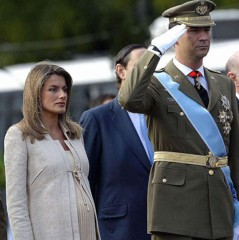 . Spain\'s Prince Felipe (R) salutes next to his wife Princess Letizia as they watch the national day army parade in Madrid. Princess Letizia, the eight-and-a-half-months pregnant wife of Spanish heir to the throne Prince Felipe de Bourbon, was admitted to a private maternity clinic 30 October 2005 on medical advice, the royal palace announced. JAVIER SORIANO/AFP/Getty Images