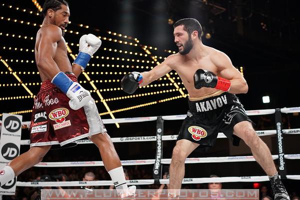 Demetrius Andrade Defeats Artur Akavov by 12th Round TKO