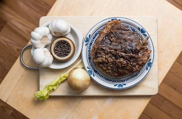 DAVID LIPNOWSKI / WINNIPEG FREE PRESS  Christmas food slow cooker recipes: Spicy Beef Roast photographed December 13, 2016 for Wednesday, December 21 food front.