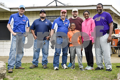 soccer-parents-step-up-to-help-with-lindsey-park-maintenance