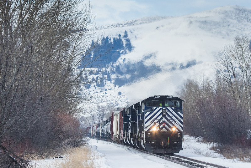 4407 with helper set on the M-MISLAU104 at Moffit Gulch Rd..