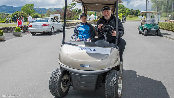 Club member Rodney Tregurthan with his grandson helping on the final day of the Asia-Pacific Amateur Championship tournament 2017 held at Royal Wellington Golf Club, in Heretaunga, Upper Hutt, New Zealand from 26 - 29 October 2017. Copyright John Mathews 2017.   www.megasportmedia.co.nz
