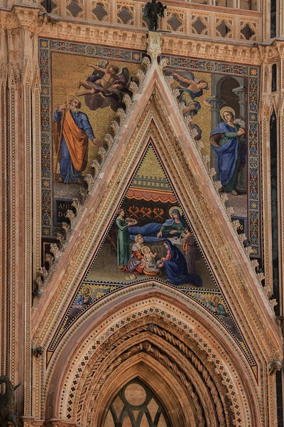 The more you study Orvieto Cathedral, the more you see. Indirect sun from adjacent buildings caused the golden tint.