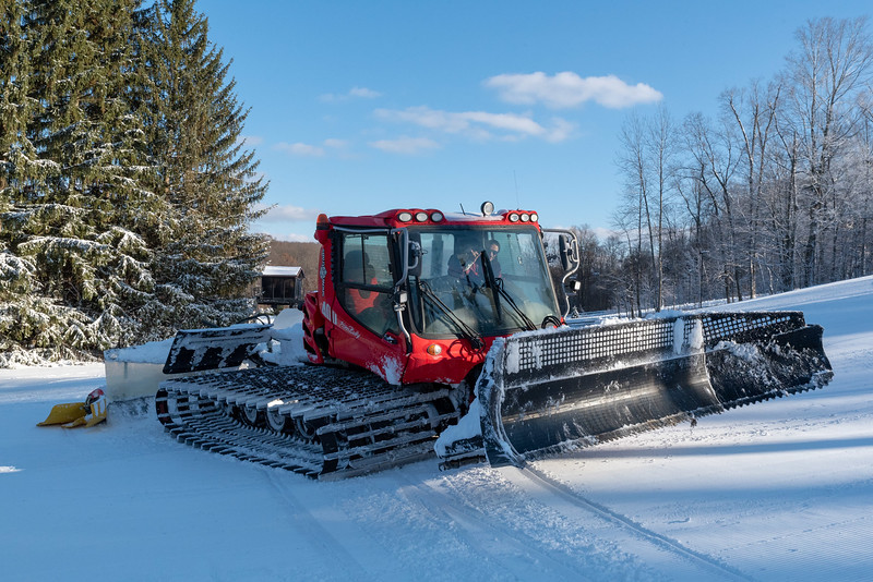 Opening-Day_12-7-18_Snow-Trails-70690.jpg
