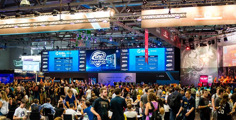 Crowds at Gamescom 2015