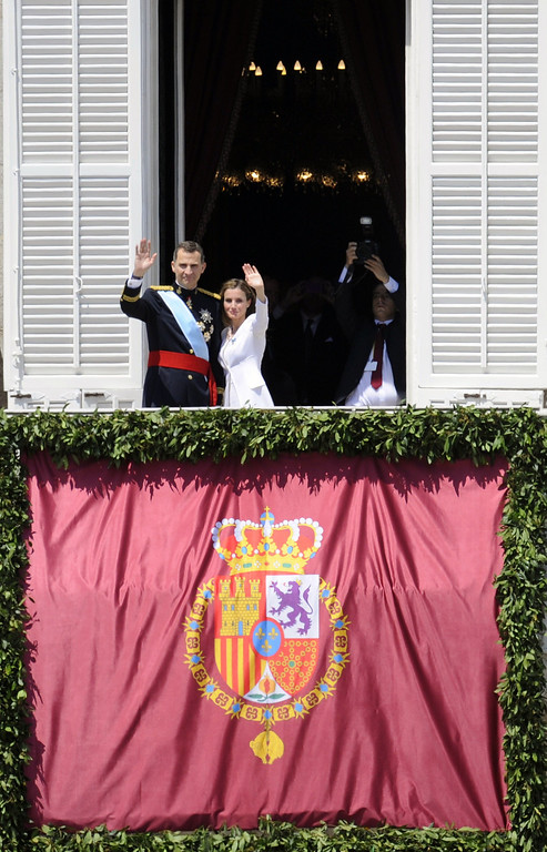 . Spain\'s King Felipe VI and Spain\'s Queen Letizia pose on the balcony of the Palacio de Oriente or Royal Palace in Madrid on June 19, 2014 following a swearing in ceremony of Spain\'s new King before both houses of parliament.   AFP PHOTO / MIGUEL RIOPA/AFP/Getty Images