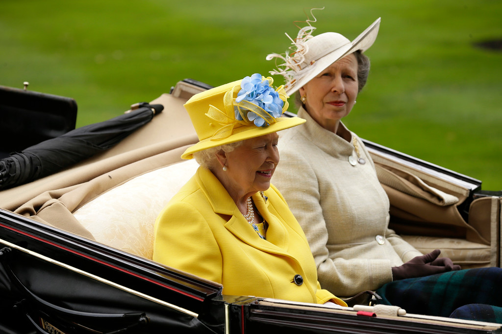 . Britain\'s Queen Elizabeth II arrives at the parade ring with Anne, Princess Royal, in a horse drawn carriage, on the first day of the Royal Ascot horse race meeting in Ascot, England, Tuesday, June 19, 2018. (AP Photo/Tim Ireland)