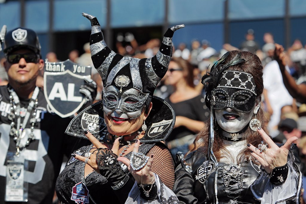 """. <p>9. OAKLAND <p>About to lose the Raiders to Los Angeles for a SECOND time. (unranked) <p><b><a href=\'http://losangeles.cbslocal.com/2014/02/26/raiders-owner-mark-davis-says-oakland-is-on-its-last-chance-to-keep-raiders/\' target=\""""_blank\""""> HUH?</a></b> <p>    (Brian Bahr/Getty Images)"""